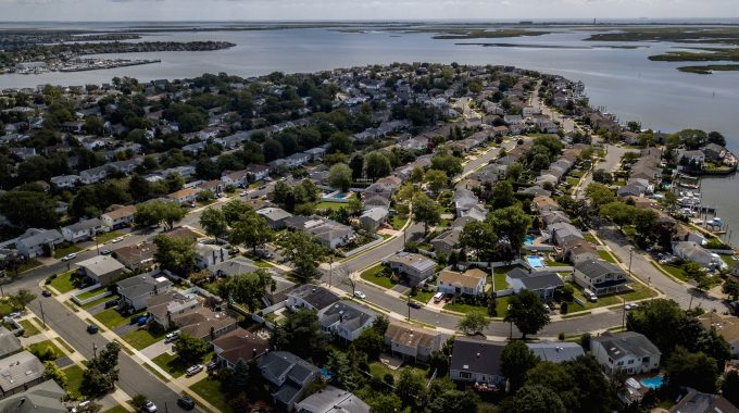 Wall Street's Favorite Suburban Housing Bet Is Getting Crowded
